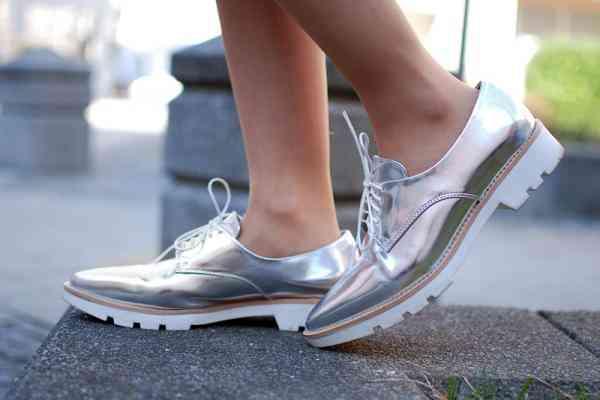 Cum combinăm pantofii argintii
