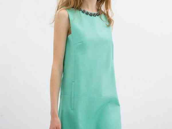 Cum asortăm o rochie bleu verde