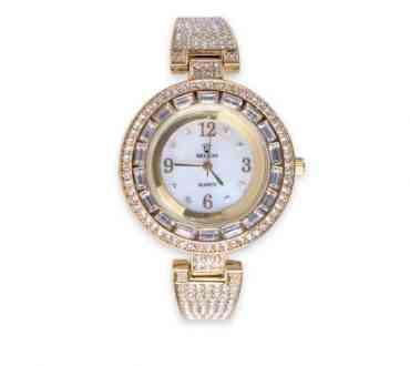 Ceasuri cu strasuri la moda