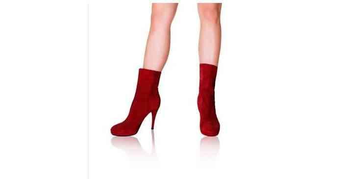 Cu ce să combini cizmele rosii